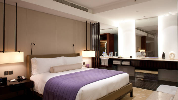 Philips Lighting created an enchanting atmosphere for guestrooms of Dubai Hotels with a range of LED, CFL‐I and Energy Saving halogen lamps