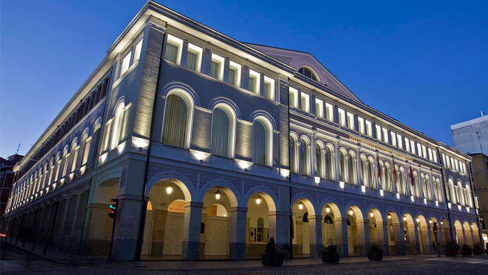 Landscape lighting of Calderon Theatre, Valladolid, by Philips Lighting