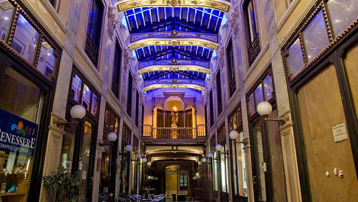 Architectural lighting at Pasaje Gutierrez, Valladolid by Philips Lighting with the concept of Rivers of Light