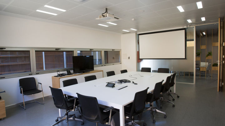 An efficient atmosphere created in the meeting room by Philips Office Lighting solutions at E.ON Spain