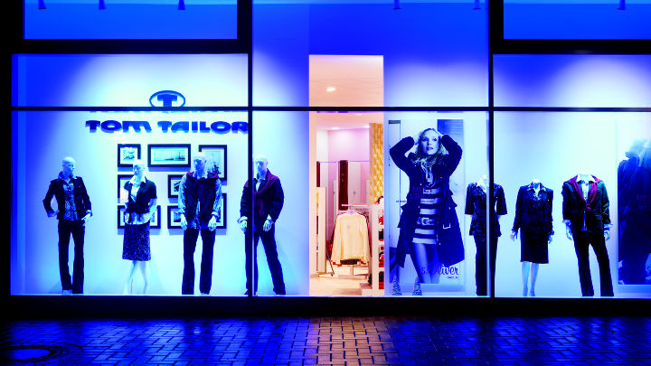 Shop window at Markenstore, Germany illuminated  with Philips AmbiScene